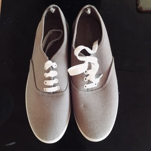 NEW Canvas shoes.